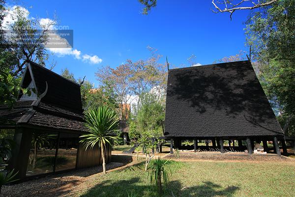 บ้านดำ (พิพิธภัณฑ์บ้านดำ) อ. ถวัลย์ ดัชนี เชียงราย