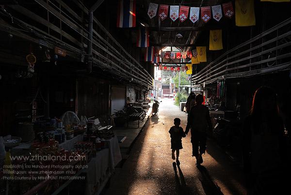ตลาดเก้าห้อง สุพรรณบุรี